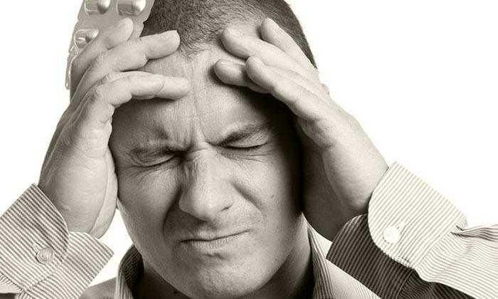 Общие признаки проявляются через недомогание, частые головные боли