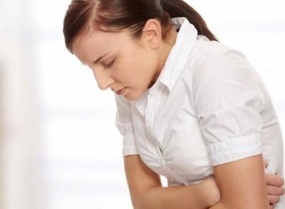 При панкреатите в поджелудочной железе боли будут в надчревной области, иногда они могут отдавать в область правого подреберья или в поясницу
