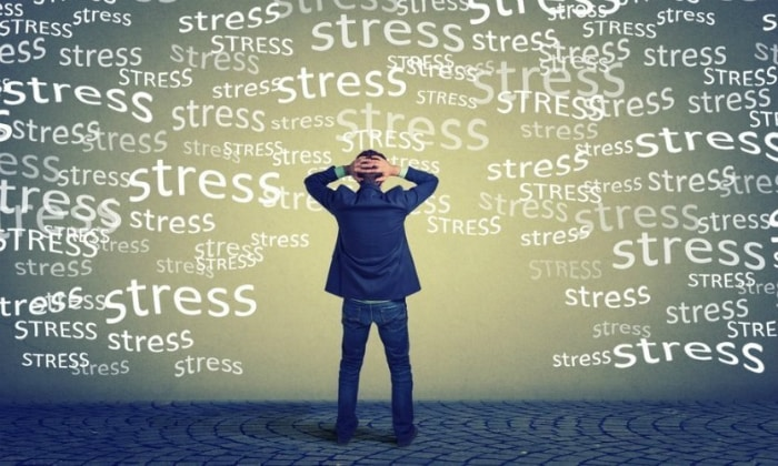 Причиной вздутия может стать стресс, вызывающий спазм пищевода и кишечника - непроизвольное сокращение группы мышц, сопровождающееся резкой и ноющей болью