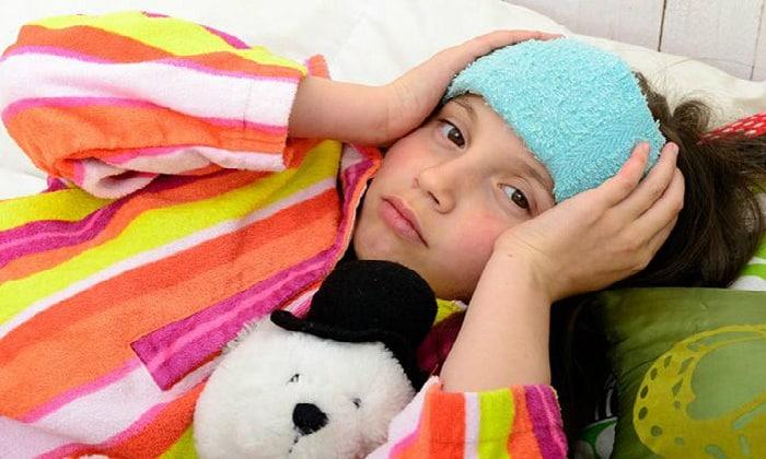 Сильная рвота у ребенка может возникнуть в результате такого заболевания, как мигрень
