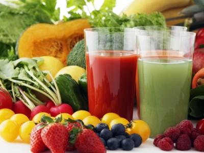 Включить в рацион необходимо как можно больше фруктовых и овощных блюд в свежем виде