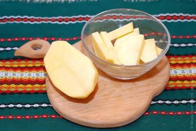 Такое народное средство, как свечи на основе картофеля, помогут избавиться от болевых ощущений и снимут воспаление