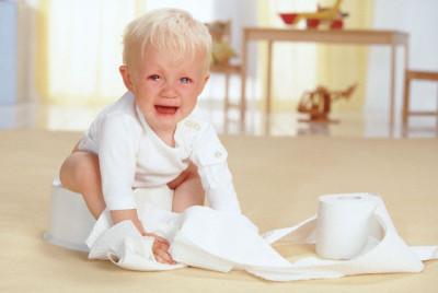 Ребенок испытывает серьезные трудности со стулом - частые запоры, очень плотный или фрагментированный сухой стул
