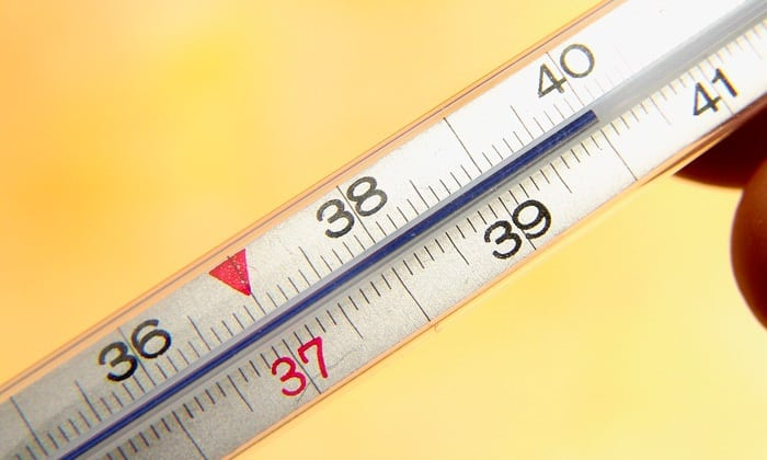 У больных резко повышается субфебрильная температура