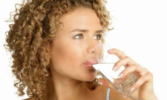 Доктора рекомендуют для немедикаментозного лечения больше пить чистой воды