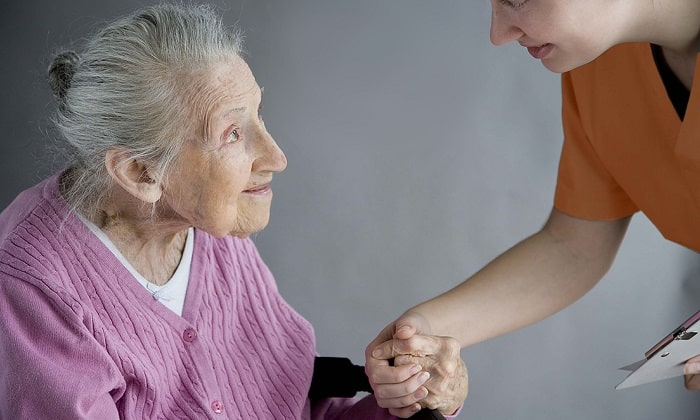 У пожилых людей болевой синдром чаще всего совсем не появляется