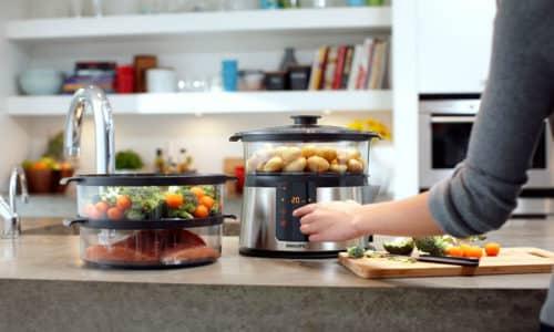 Совершенно вся еда должна готовиться только на пару или быть вареной