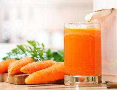 Натощак пейте свежий морковный сок