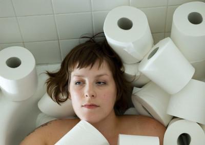 Если количество походов в туалет превышает шесть раз, то в такой ситуации возможно развитие серьезных проблем с толстым кишечником или же с прямой кишкой
