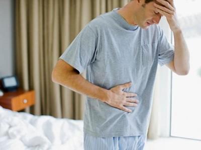 Вас должна насторожить боль в верхнем отделе живота, она может быть как ноющая, так и острая, либо усиливающаяся во время еды