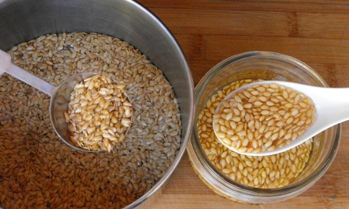 Детям при запорах готовят желеобразный отвар из льняного семени