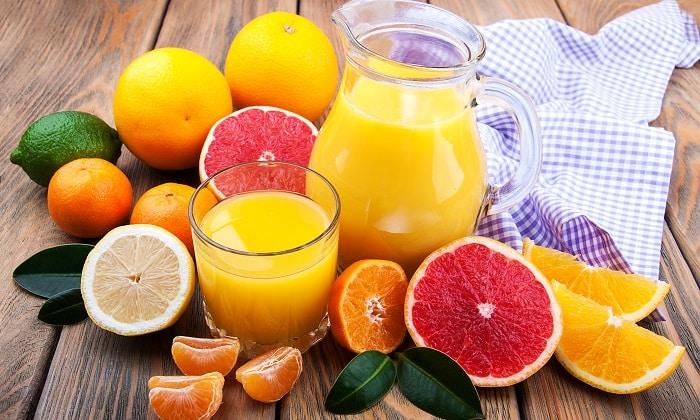 Регулярное употребление сока из цитрусовых, выпитого натощак приводит к развитию острого гастрита