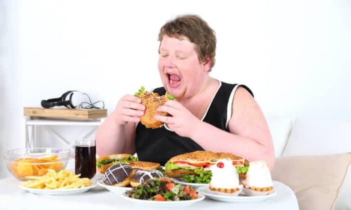 Поступление большого количества пищи способствует растягиванию стенок желудка, что приводит к появлению болевых ощущений