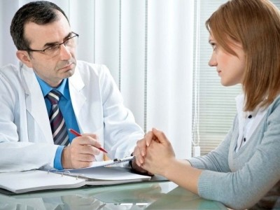 В первую очередь врач выясняет основную причину изменения стула. Именно от этого будет зависеть дальнейшее лечение