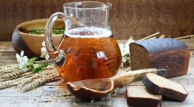 Избыточное и необдуманное питье кваса может провоцировать тяжесть и отрыжку воздухом