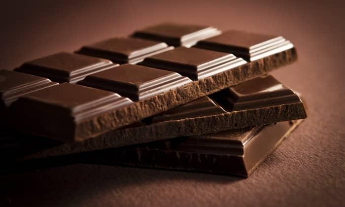 Увеличение газообразования способствует употребление шоколада