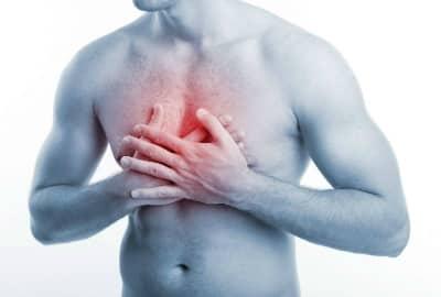 При надавливании на желудок боль возникает между ребрами. Иногда неприятные ощущения распространяются на левую ключицу. Это все является первым признаком наличия гастрита