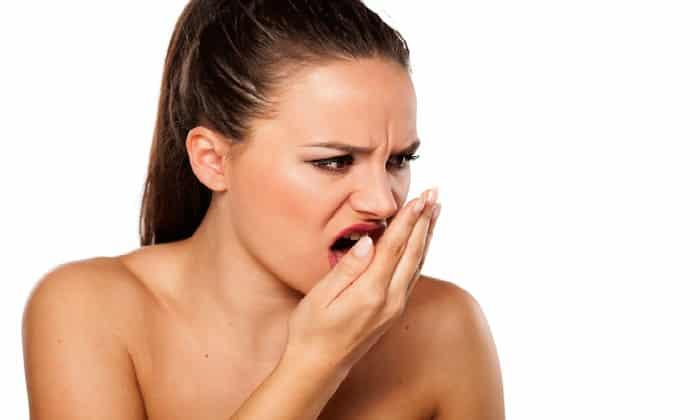 Запах появляется после употребления в пищу некоторых продуктов, ярким примером является чеснок