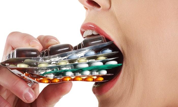 Причиной болей может быть приём некоторых лекарственных препаратов