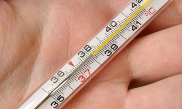 К болевым симптомам, как правило, присоединяется нарастающая температура тела до 38°C