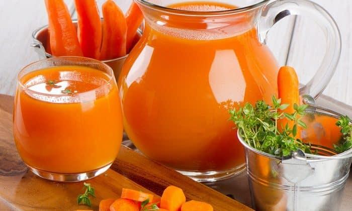 Хорошо заживляет эрозивные участки в пищеводе морковный сок как антикислотный натурально-щелочной продукт с содержанием витамина А, он устраняет неприятные симптомы