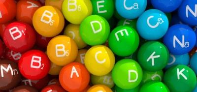 Если причиной развития патологии стали аномальные изменения в желудке, то медикаментозное лечение включает прием витаминов группы А, В