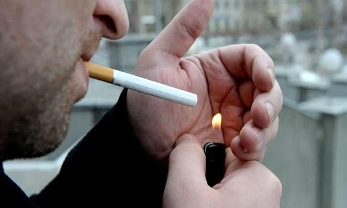 Причиной развития патологии может стать курение