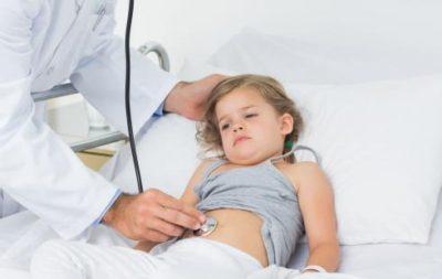 Осколки, проглоченные детьми в неизвестное время, нельзя вытащить самостоятельно. В таком случае рекомендуется сразу вызвать скорую помощь