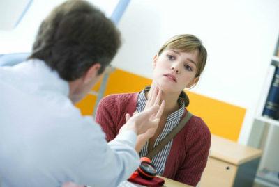 Чувство кома может быть связаны с некоторыми заболеваниями, причем необязательно это должны быть болезни пищевода