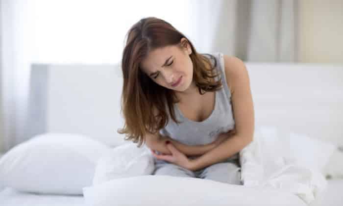 При недостаточности привратника человек ощущает сильную боль в животе