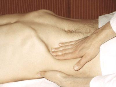 При синдроме Керте дискомфорт, боль и резистентность проявляется при пальпации в передней стороне брюшной стенки