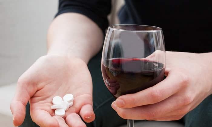 Важным уточнением для взрослых является факт невозможности совмещения панкреатина и алкоголя
