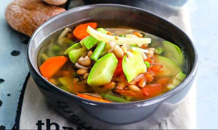 Полезными считаются легкие овощные супы