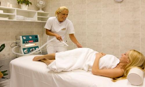 Проведение годроколонотерапии как акта предварительной подготовки к основному обследованию требует присутствия и проведения ее специалистом