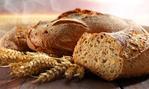Хлеб и другие мучные изделия нужно исключить из рациона