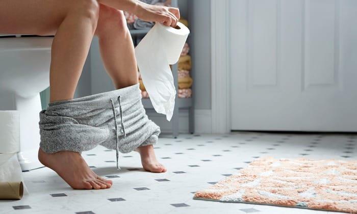 Симптомом может стать диарея, при которой позывы могут беспокоить через каждые 2 часа