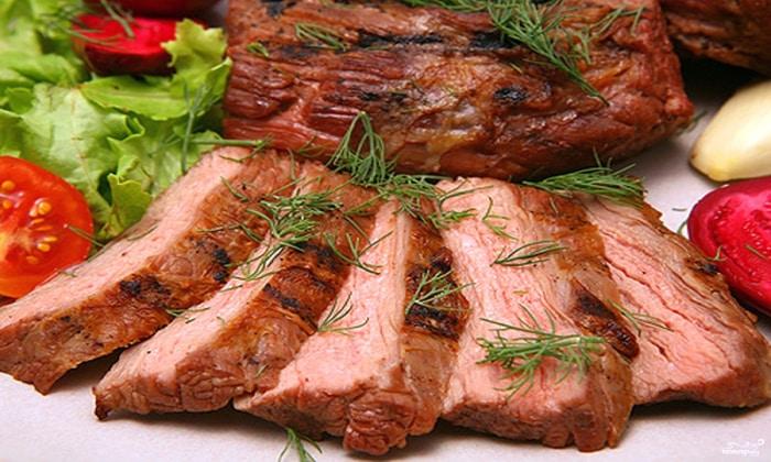 Из рациона необходимо исключить жареные и копченые блюда