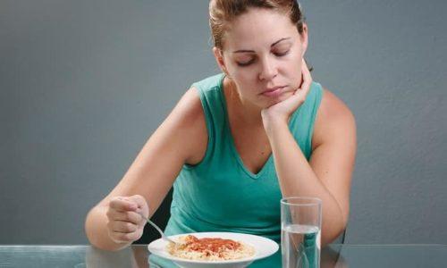 Первым признаком заболевания может быть потеря аппетита