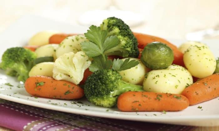 Можно кушать отварные овощи, например, морковь