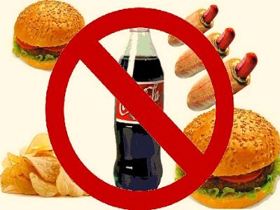 Запрещено употреблять газированный напитки и фаст-фуд