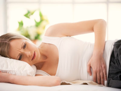 Болевой синдром заставляет больного рано вставать, поскольку отмечаются в голодном состоянии вследствие повышенной кислотообразующей функции желудка