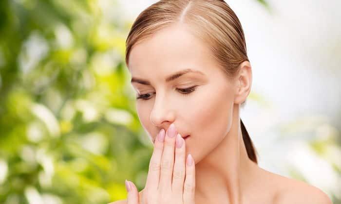 После приема соды может появиться неприятный запах изо рта