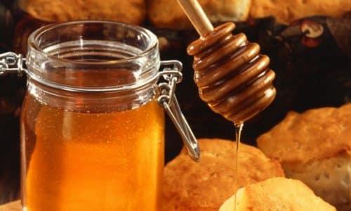 При хроническом гастрите с пониженной кислотностью полезна будет приготовленная в домашних условиях медовая эмульсия