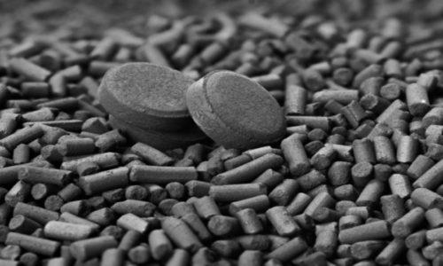 После подавления рвоты отравившемуся нужно дать активированный уголь из расчета 1 таблетка на каждые 10 кг массы тела