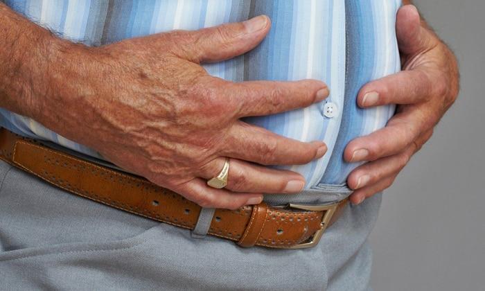 При кишечной непроходимости появляется заметное вздутие живота