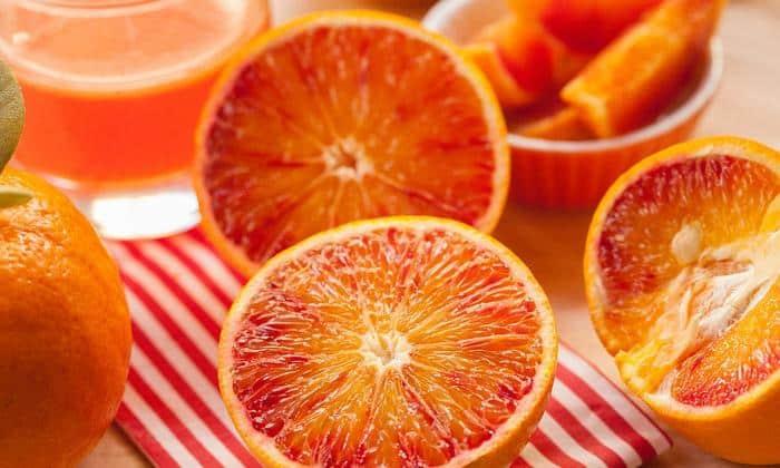 Хорошими источниками растворимой клетчатки являются грейпфруты и апельсины