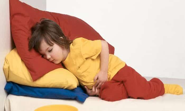 Для детей источником болей в желудке после еды является незрелость пищеварительной системы