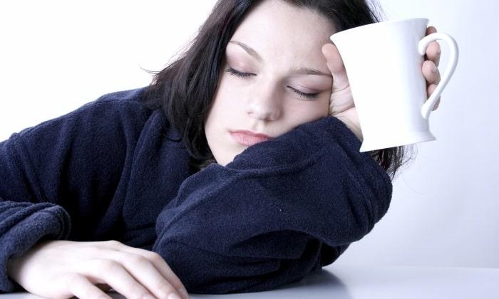 Слабость и сонливость проявляется при воспалительном процессе заболевания