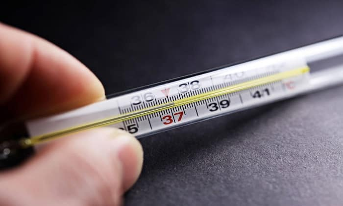 Высокая температура тела — один из симптомов острого аппендицита