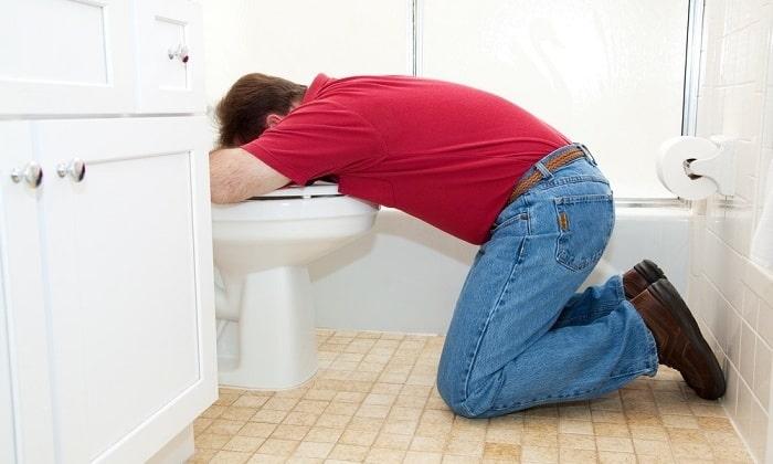 Тошнота и рвота (после употребления алкоголя или жирной пищи) признак алкогольного панкреатита